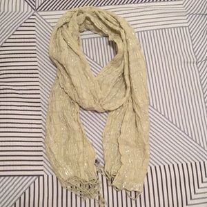 Accessories - Cream and silver sparkly fashion scarf.